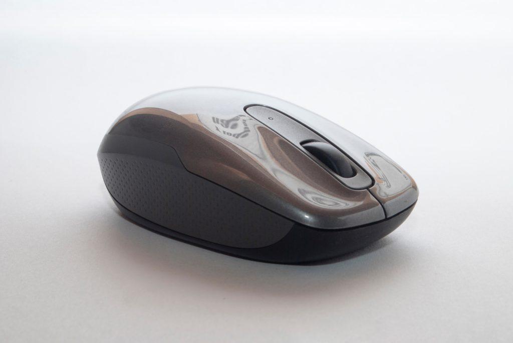 余談ですが、会社で使っているマウスはこんな感じ。