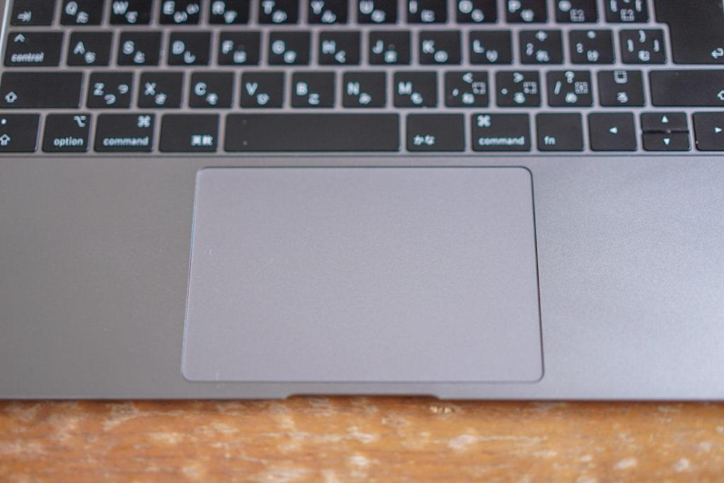MacBook Airに限らないですが、初めてMacを使った私からすると驚きの連続です。