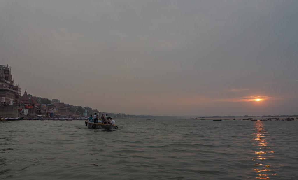 朝のガンジス川