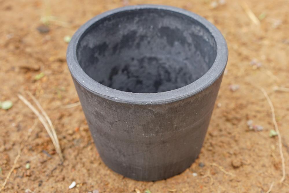 同じ鉢のサイズでも重量は全然違う。しかもこれだと熱がこもりすぎるから最近は使っていに。(見た目はいいけども...)