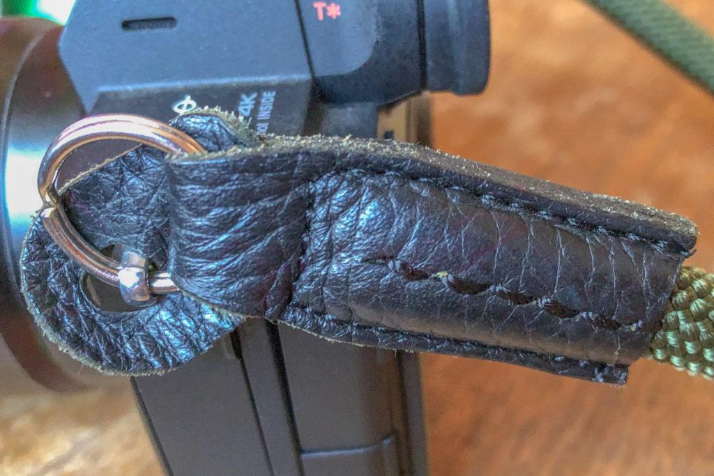 カメラとの接続部はリングで止めています。