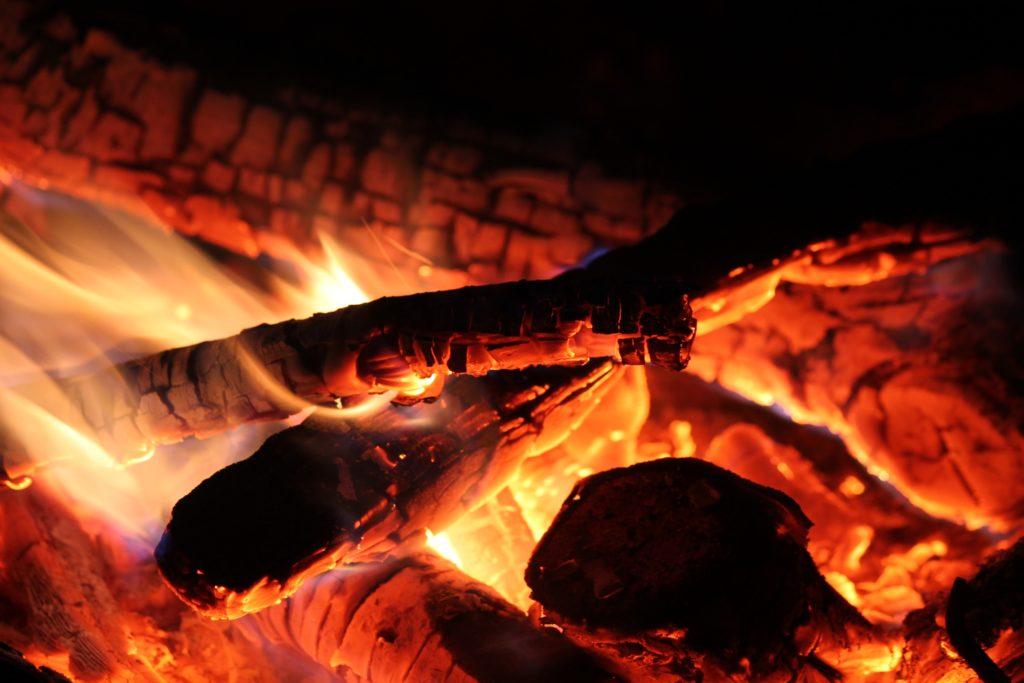 【一生物】スノーピークの焚火台レビュー。ユニフレームとの組合せが抜群【口コミ・評判】