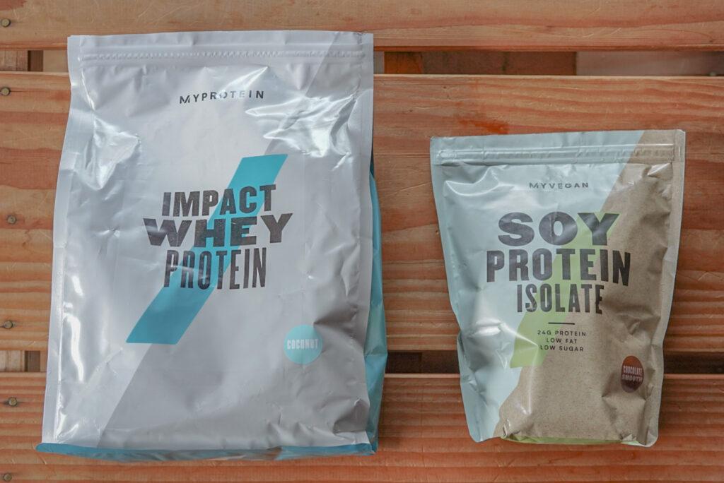 ココナッツ味(左)とチョコレート味(右)